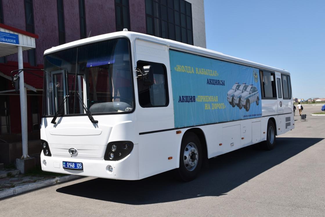 Полицейские проконсультировали граждан по разным вопросам в Алматинской области