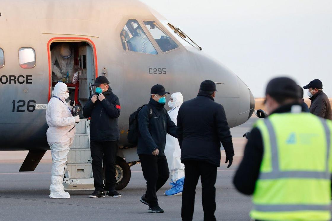 Врачей из Китая встретили в Нур-Султане