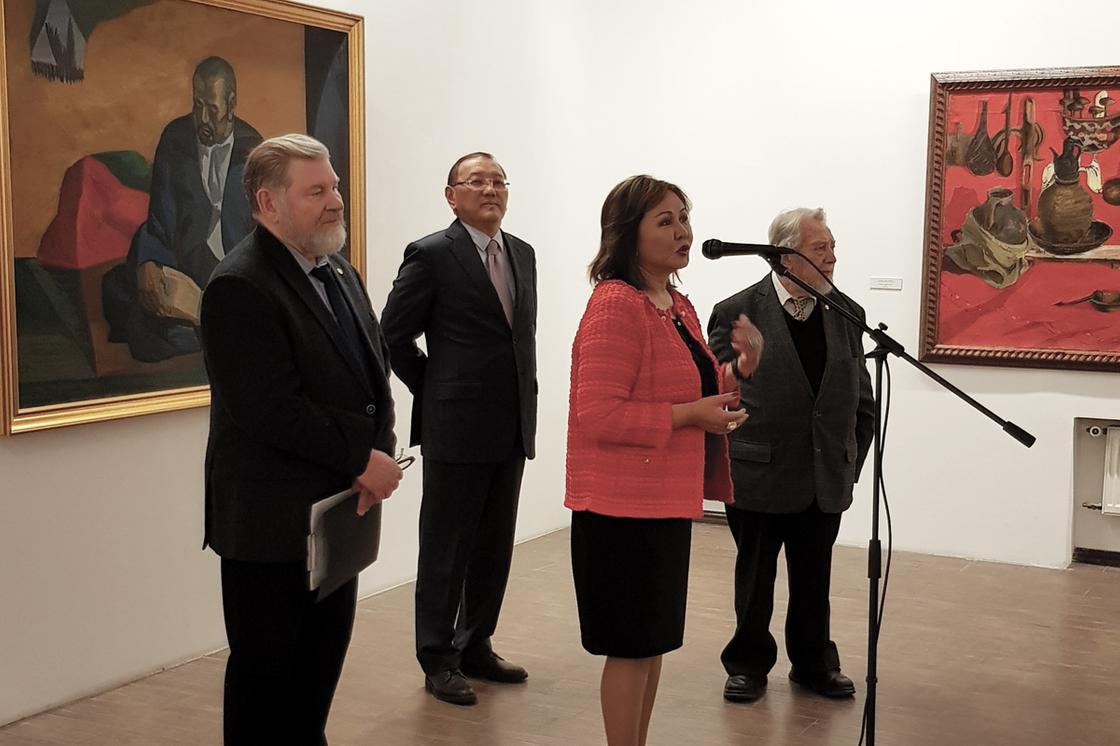 Дружить через искусство: В Москве открылась выставка работ казахстанских художников-шестидесятников