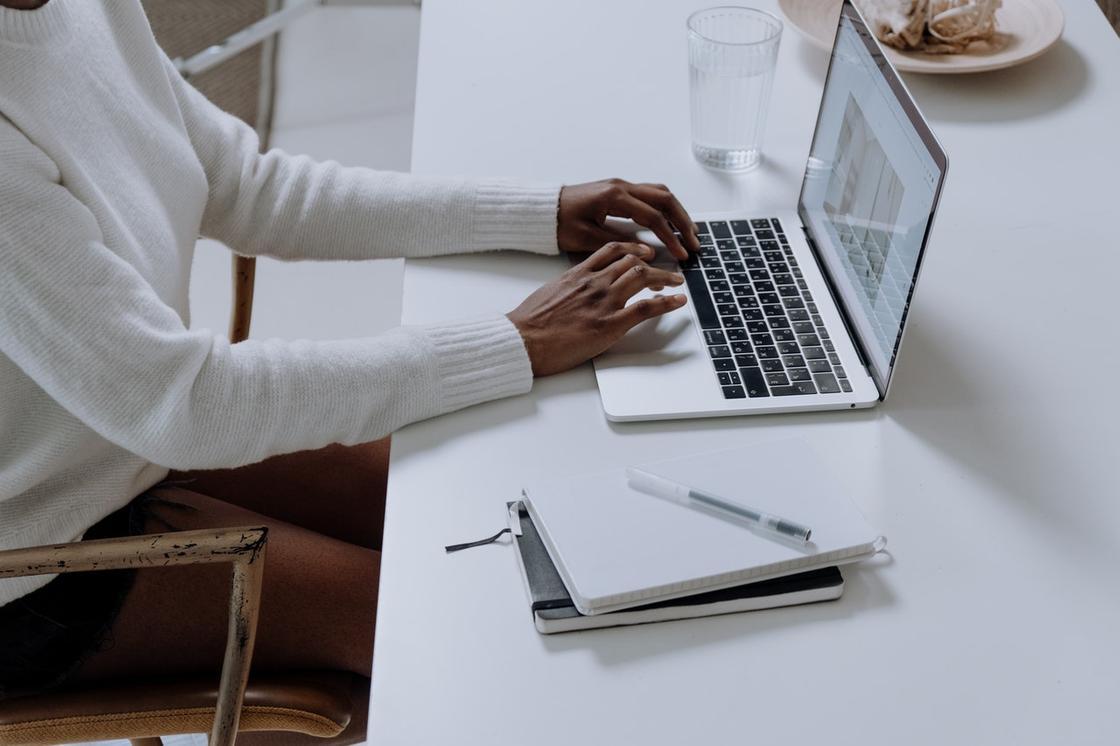 Блогер изучает новую информацию