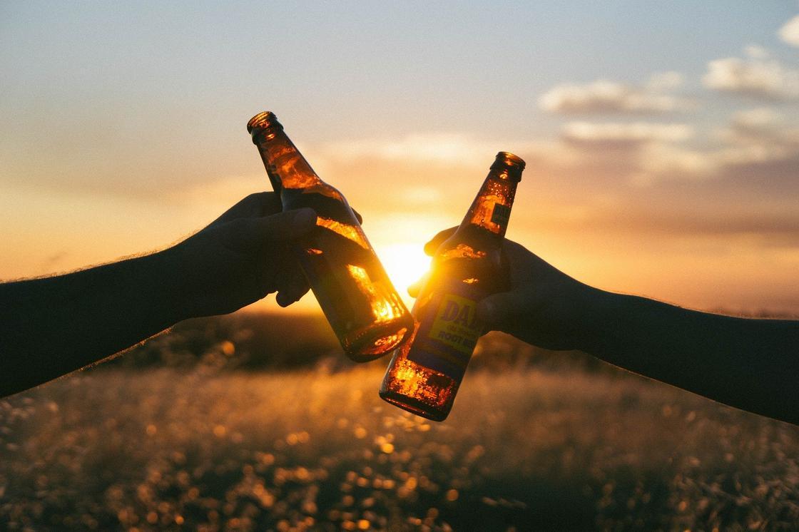 Почему не стоит освежаться в жару пивом объяснил нарколог