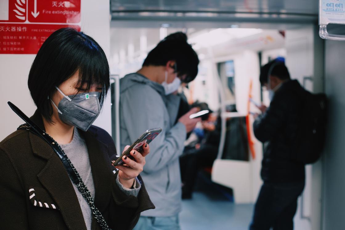Названы причины, при которых некоторые люди могут не заразиться коронавирусом при контакте с больными