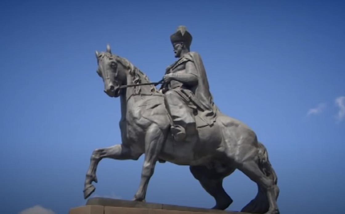 Памятник последнему хану Кенесары Касымову (на коне)