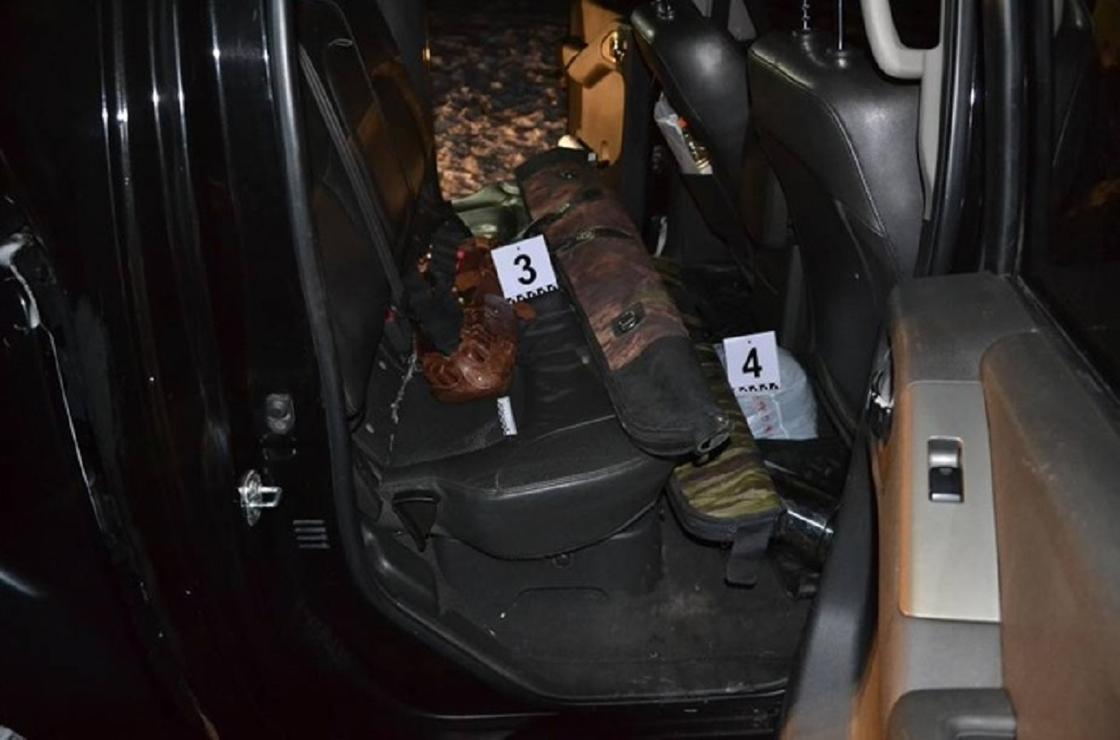 Оружие лежит в салоне авто