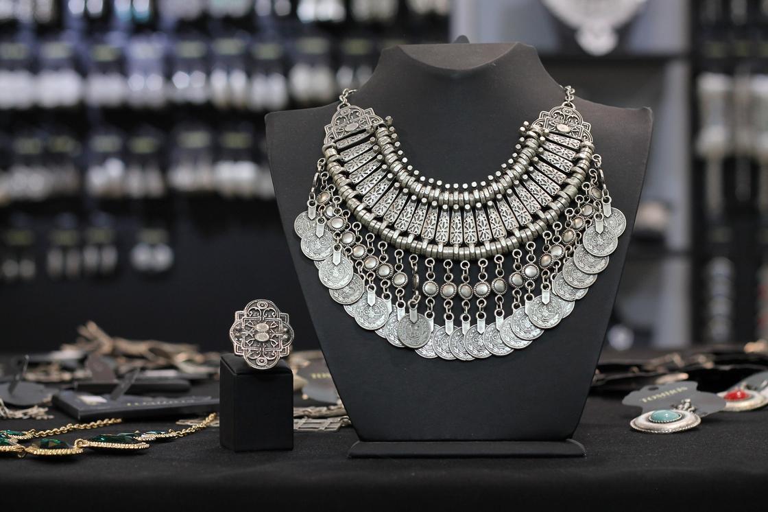 Ожерелье и кольцо из серебра