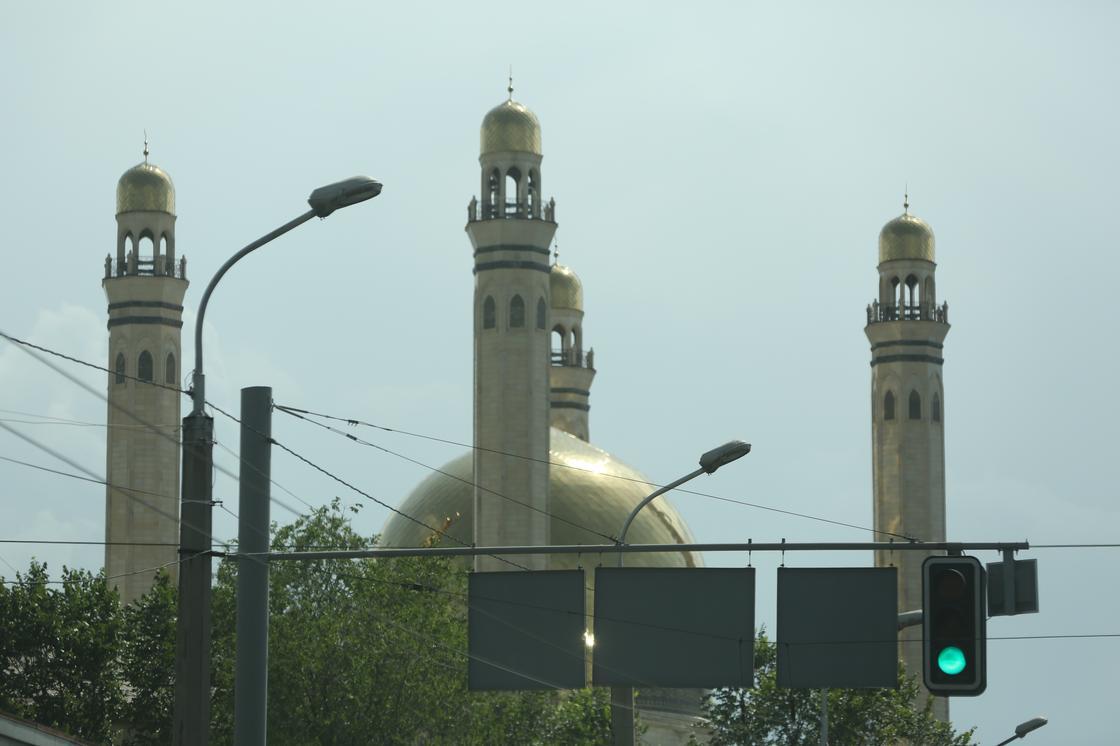 Религиозные службы на Оразу и Пасху проведут онлайн