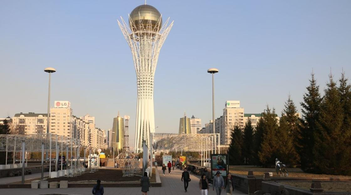 Астанчане исполнили гимн Казахстана с балконов во время карантина
