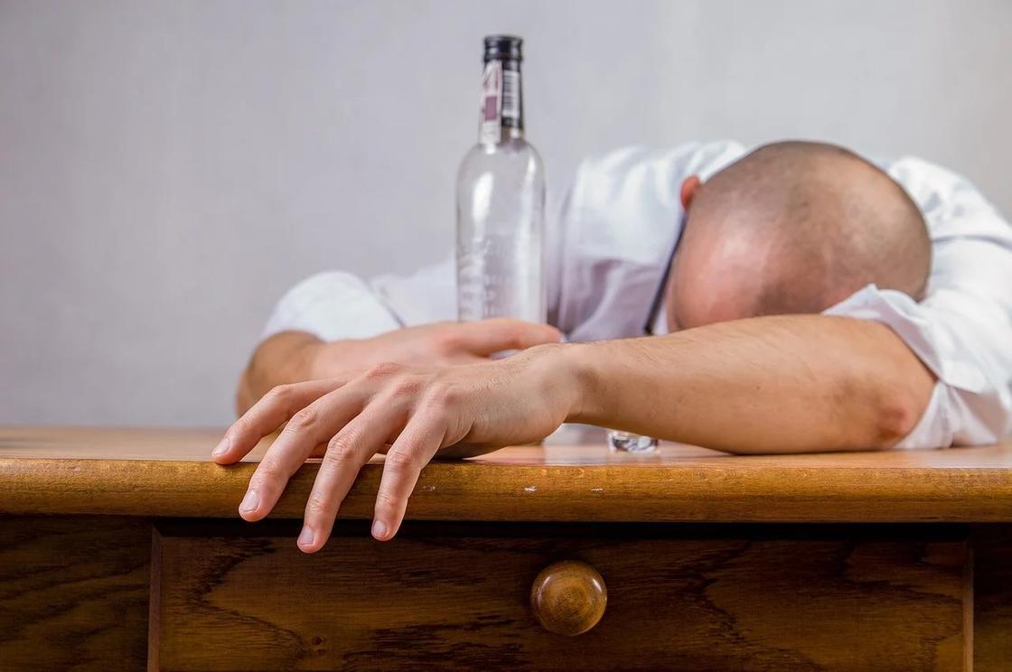 Названа замена бесполезному при алкогольном отравлении углю