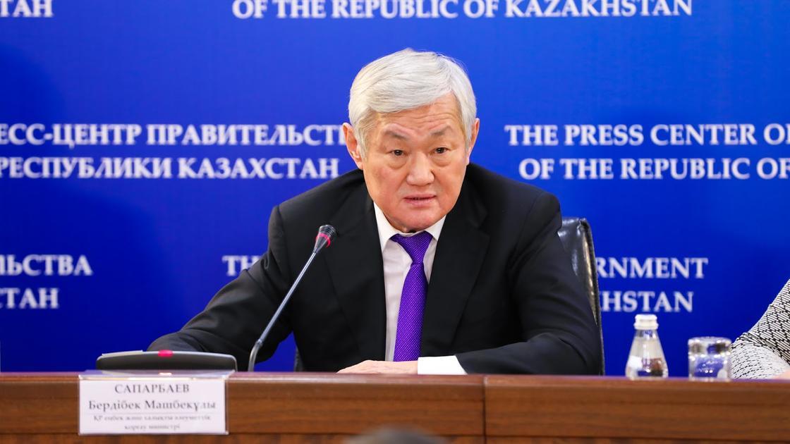 """""""Кыздар"""", не кричите"""": Сапарбаев обратился к многодетным матерям в Астане"""