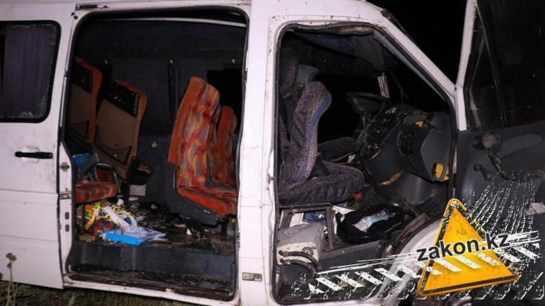 Один человек погиб и 11 пострадали в массовом ДТП на трассе Алматы-Бишкек (фото)