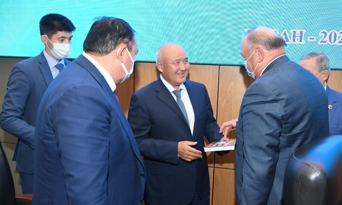 Сессия маслихата Туркестанской области