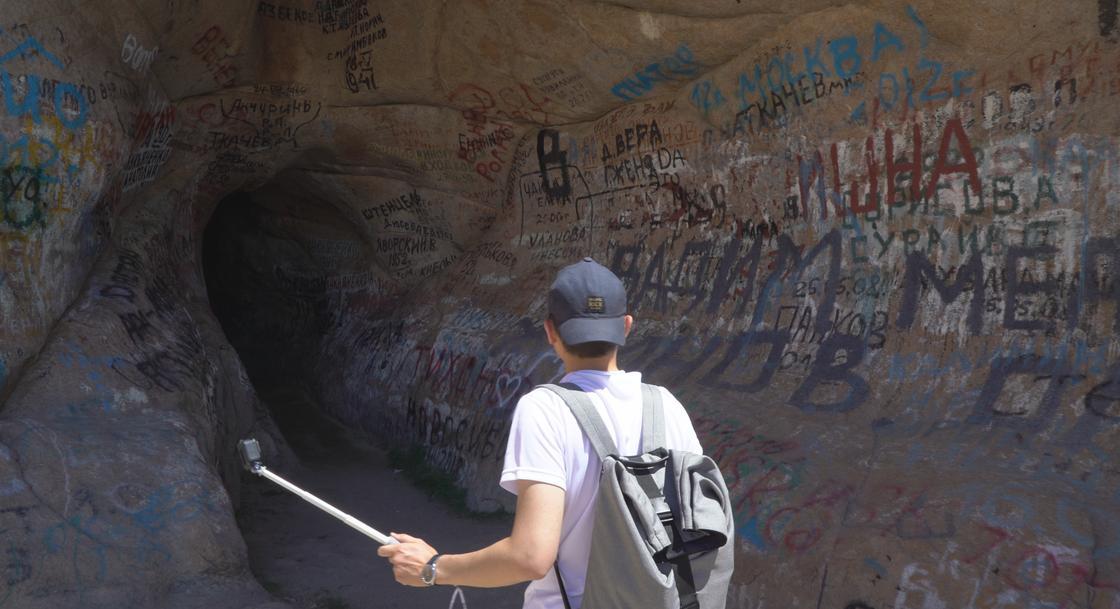 Тележурналист: Қазақстандағы әулиелі жерлер жынойнаққа айналып барады