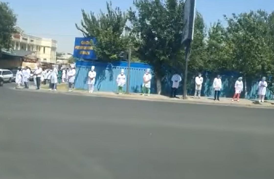 Флешмоб с участием медиков возмутил казахстанцев (видео)