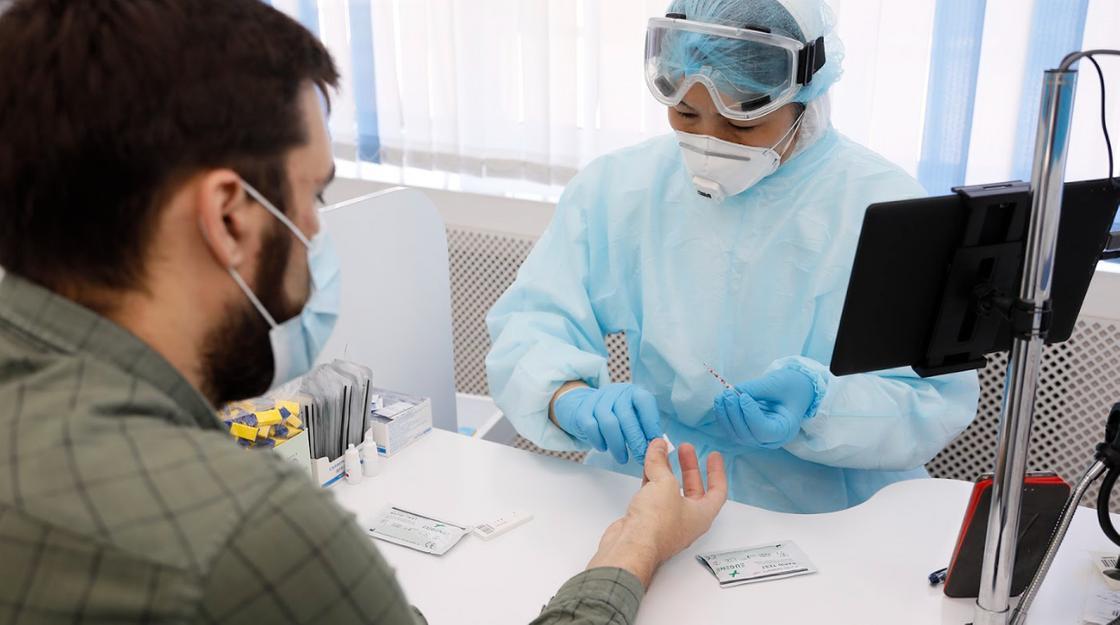 Тестирование на коронавирус расширяют в Казахстане из-за роста эпидемии