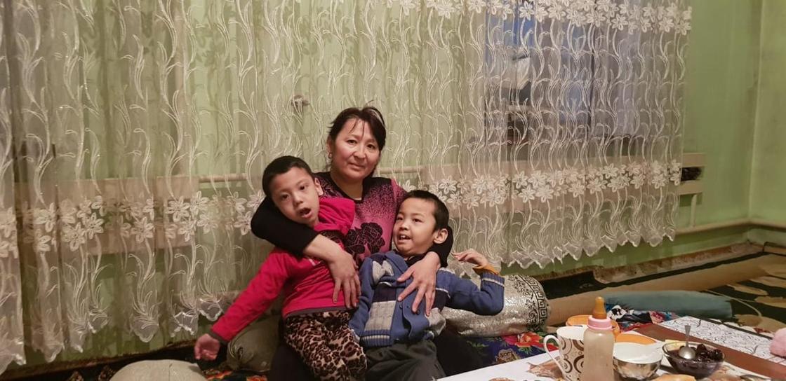 18.03 Многодетная семья с детьми-инвалидами просит помочь построить времянку в Алматинской области