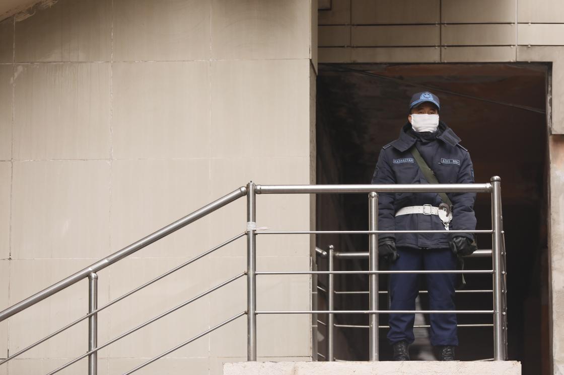 Полиция не дежурит: с 17-ти карантинных домов Нур-Султана сняли ограничения