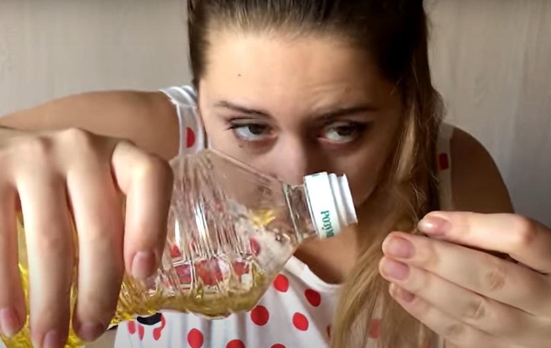 Нанесение растительного масла на волосы