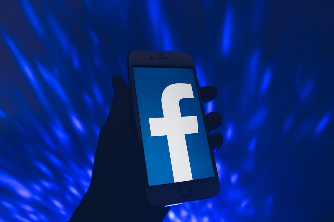 Facebook на мобильной устройстве