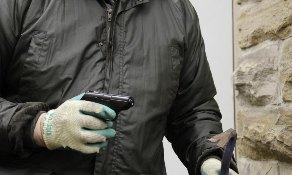 4 разбойников похитили свыше 170 млн тенге у руководителя компании в СКО
