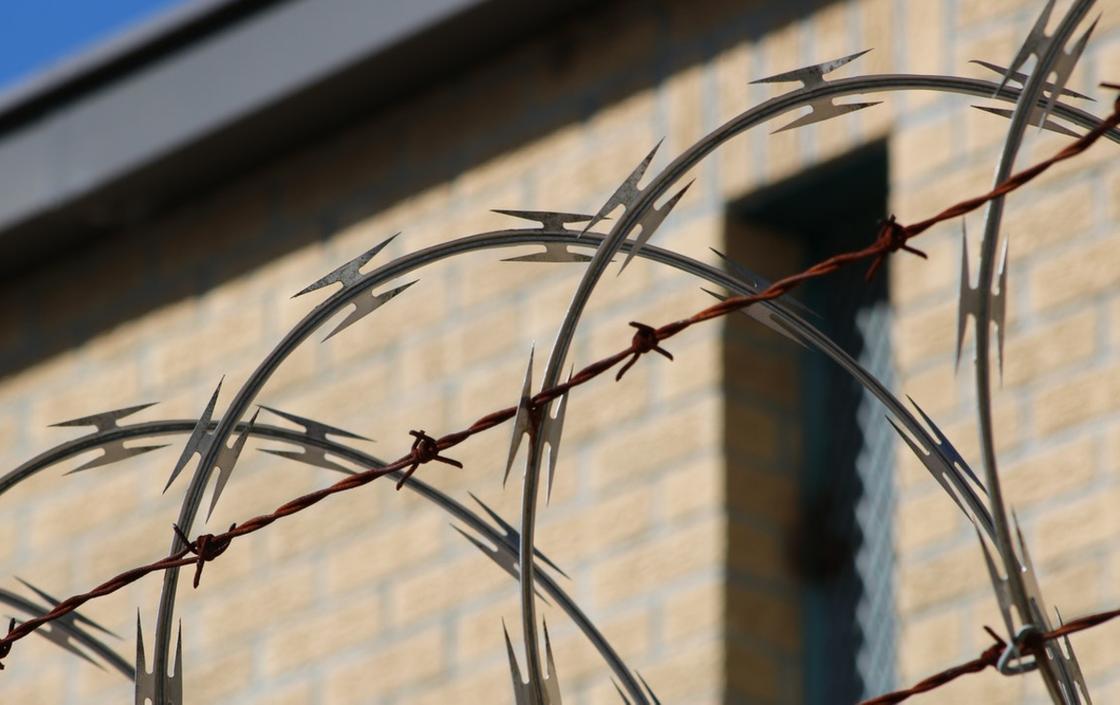 Тюрьма в Таразе не позволяет местным школьникам учиться