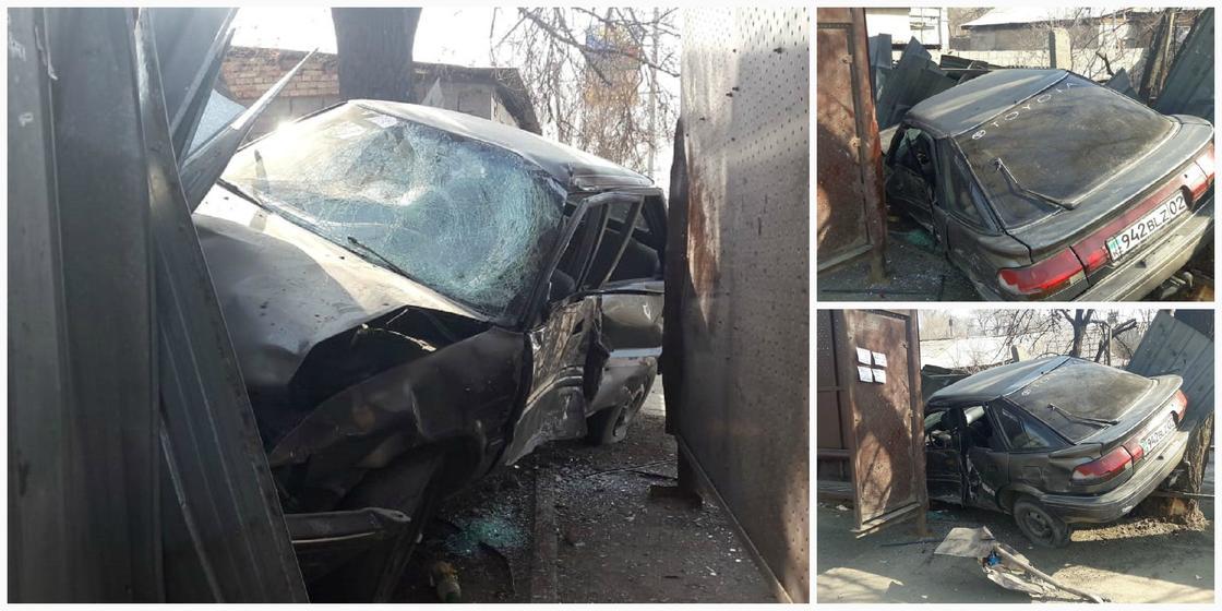 Toyota врезалась в остановку в Алматы: погибла девушка (фото)