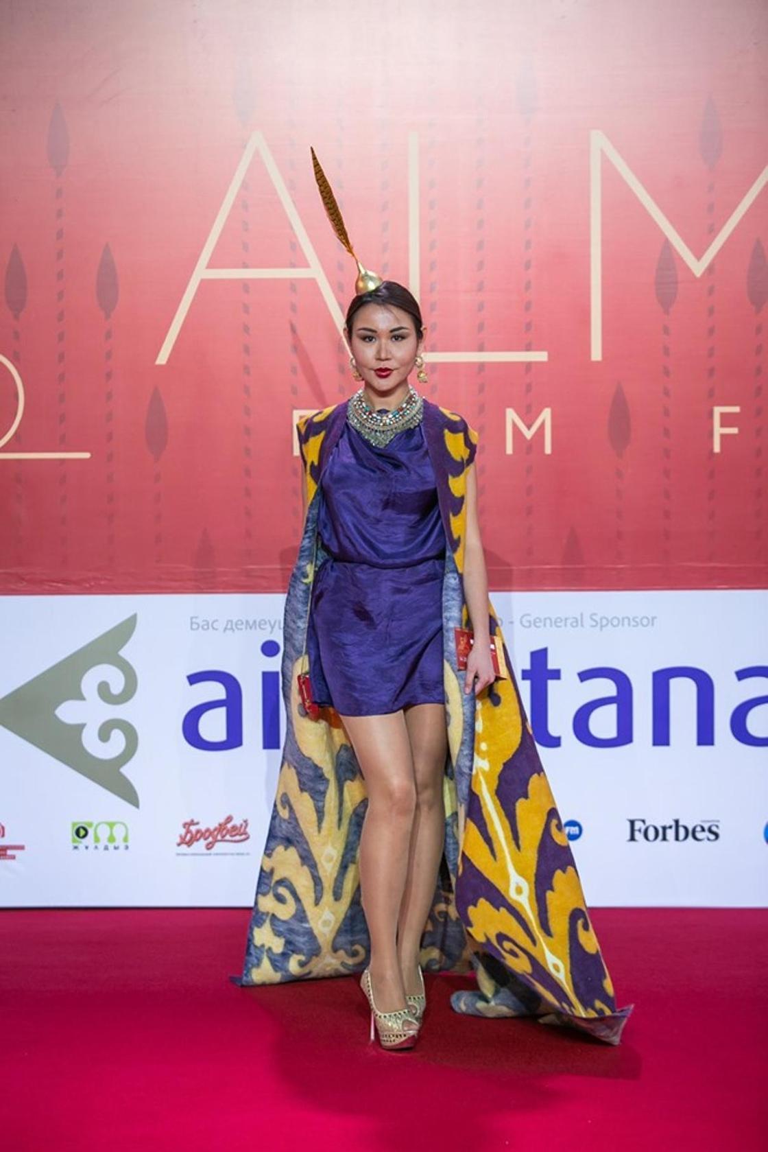 Самые странные наряды звезд на кинофестивале в Алматы