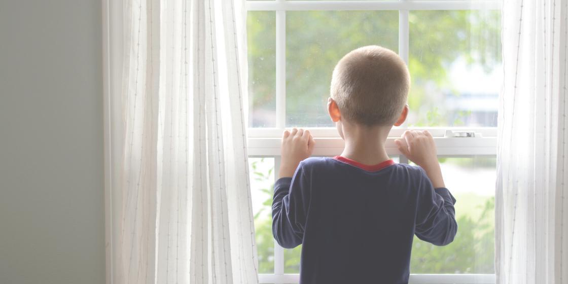 Не умеют говорить и не выходят на улицу: мать превратила сыновей в маугли