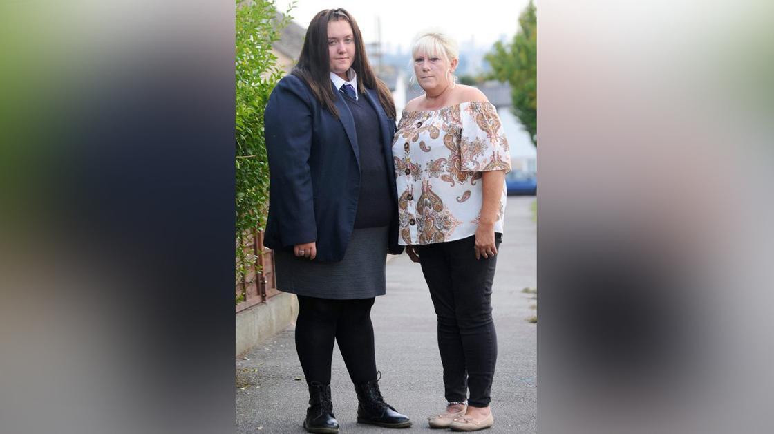 Ученицу выгнали из школы за то, что она не помещалась в форму