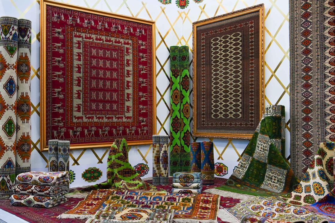 Текстильные изделия на выставке национальных товаров стран Центральной Азии