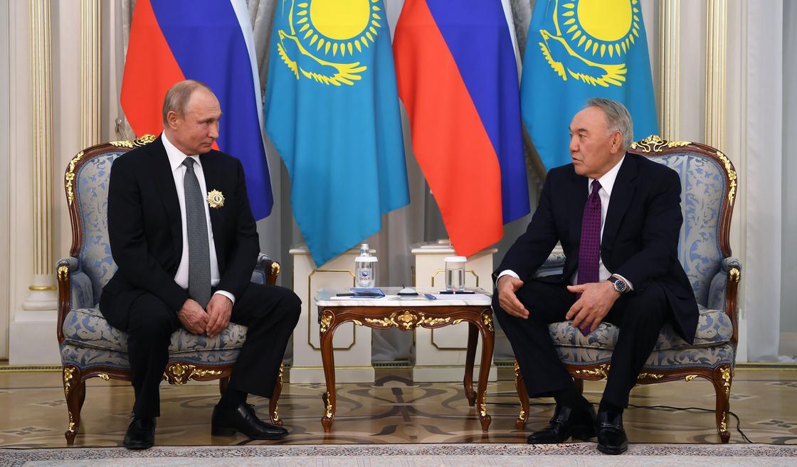 Назарбаев Путинге орден табыстады (фото)