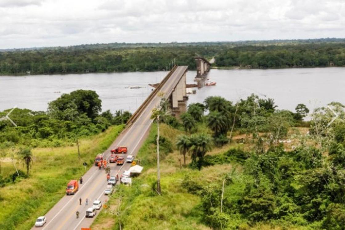 Бразилияда көпір құлап, адамдар өзенге құлаған (фото, видео)