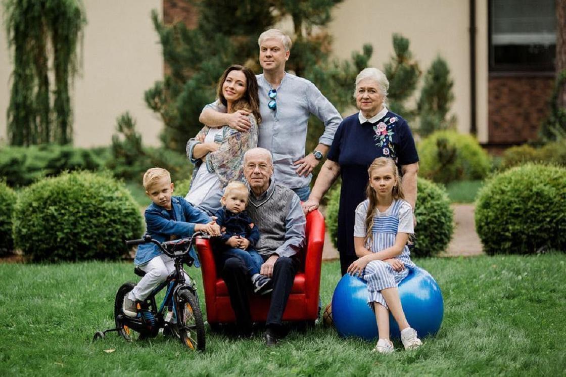 Сергей Светлаков с семьей. Фото: instagram.com/ssvetlakov