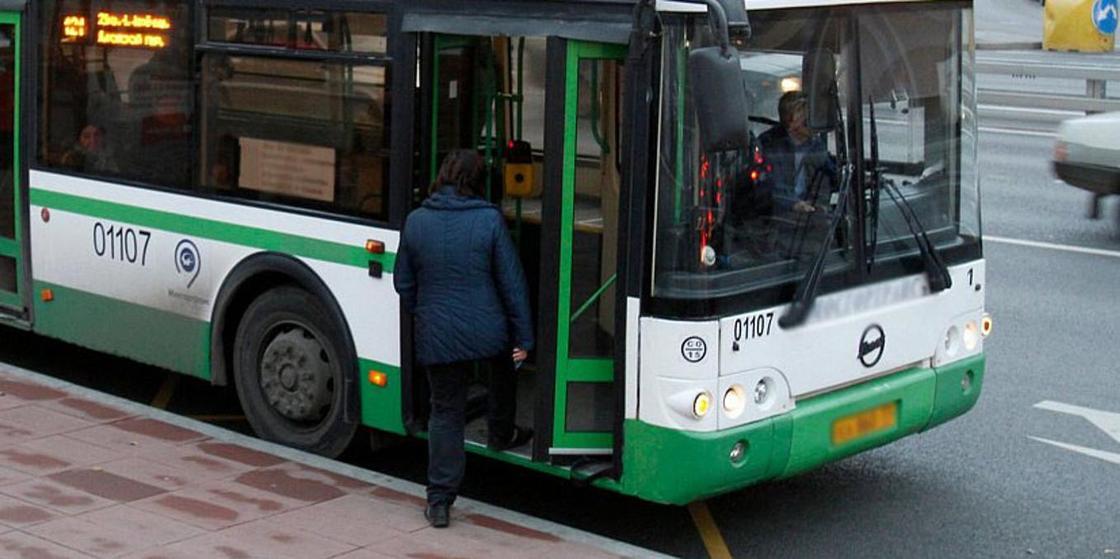 Автобус врезался в стену автопарка в Караганде