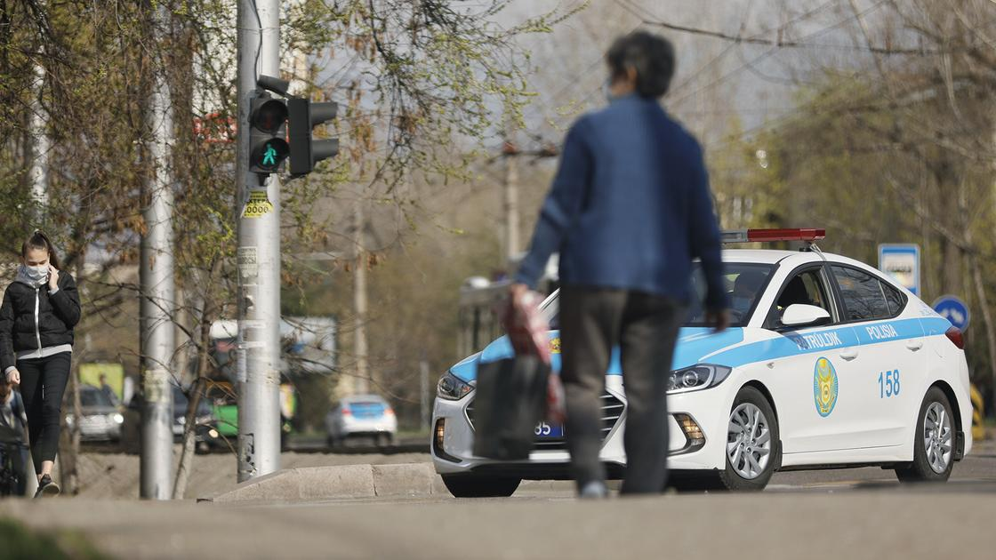 Минздрав призвал казахстанцев оставаться дома