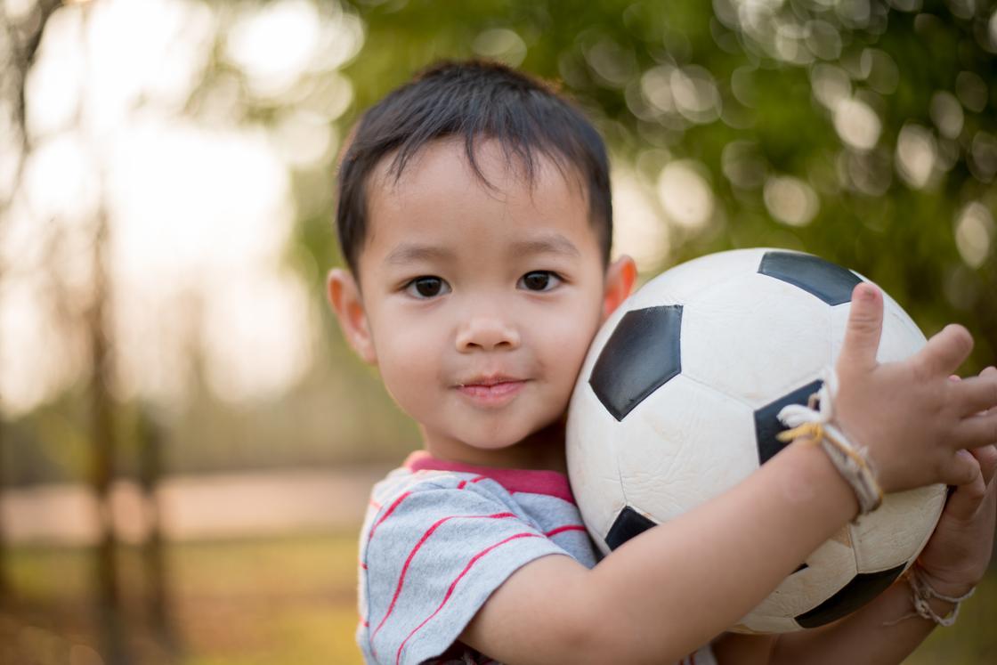 Как обезопасить детей во время летнего отдыха: советы врача