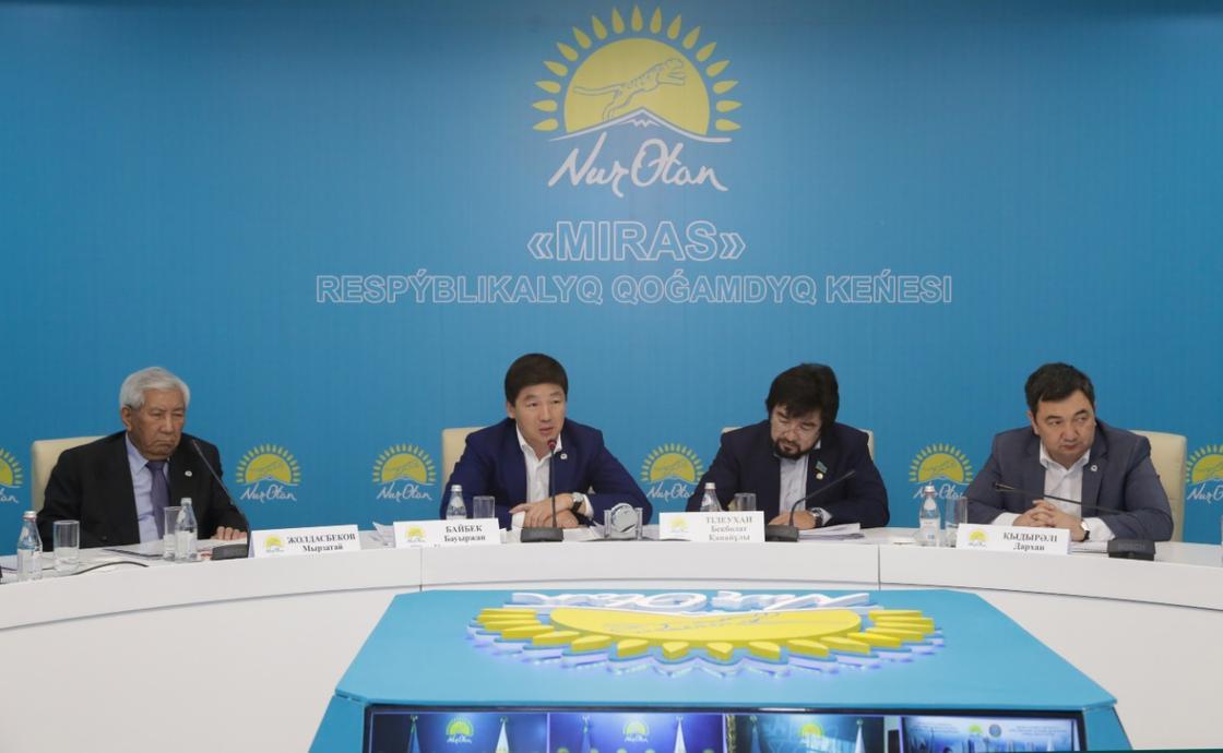 «Nur Otan» партиясында мемлекеттік тілді дамыту жайы сөз болды