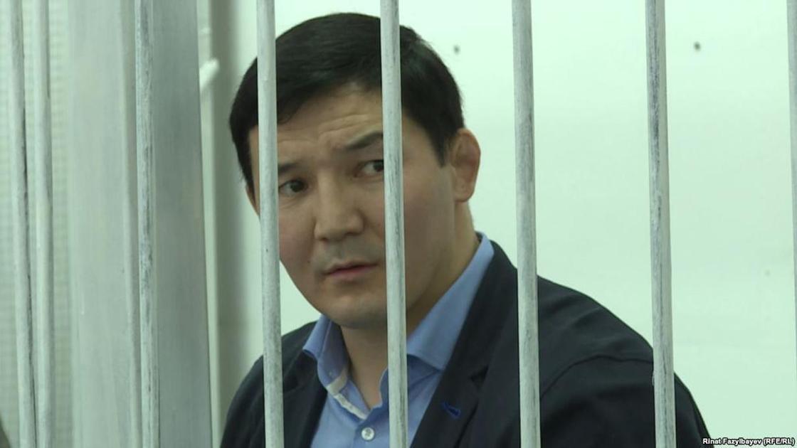 Алматыда сотталған экс-депутат Дамирбек Асылбеков Қырғызстанға жіберілді