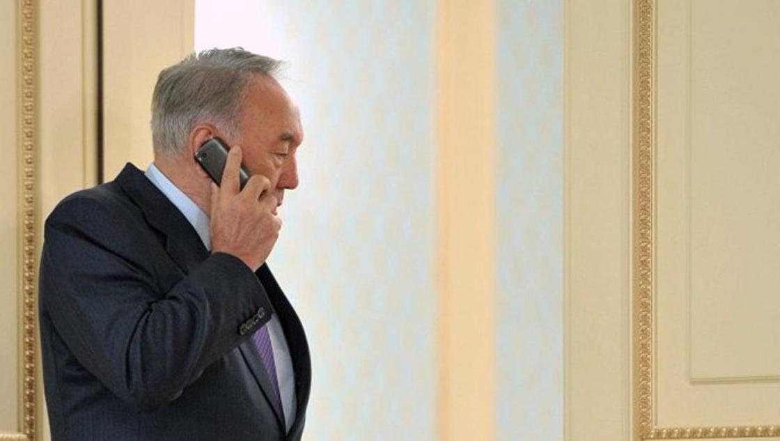 С кем Назарбаев говорит по телефону чаще всего
