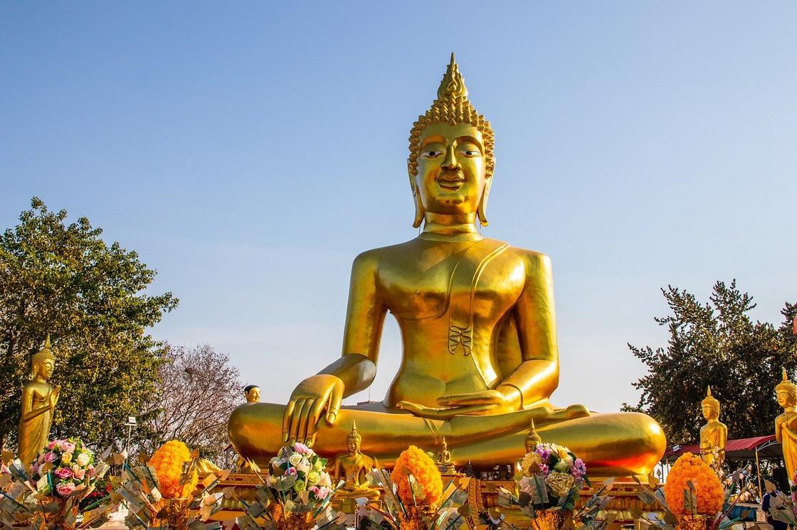 Позолоченная статуя Будды