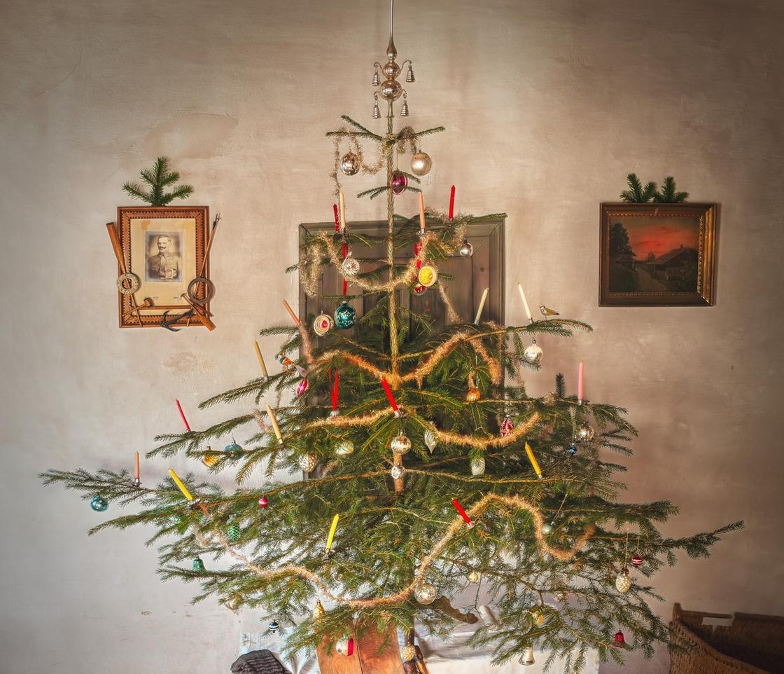 Елка, украшенная в скандинавском стиле