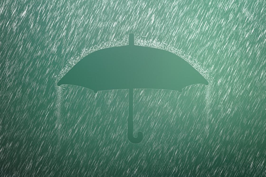 Зонт под дождем