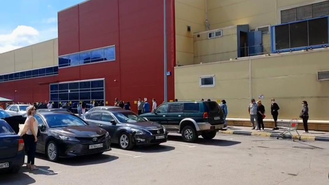 Карагандинцы устроили ажиотаж в магазинах из-за введенного карантина (видео)