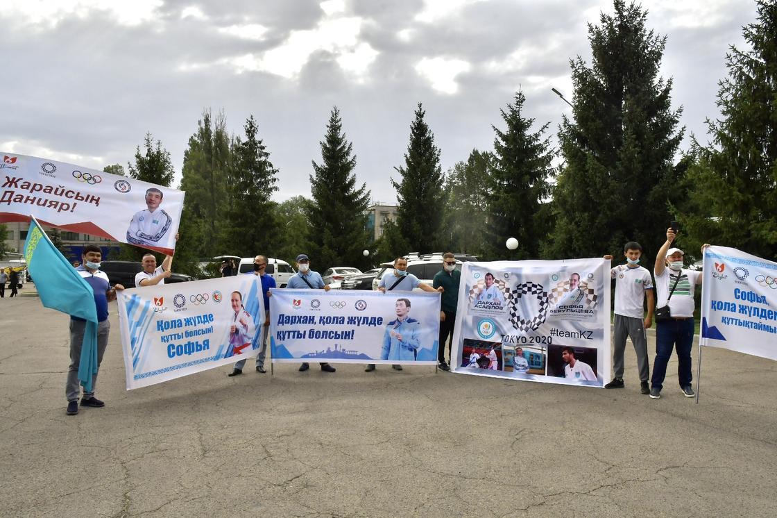 Болельщики казахстанских каратистов
