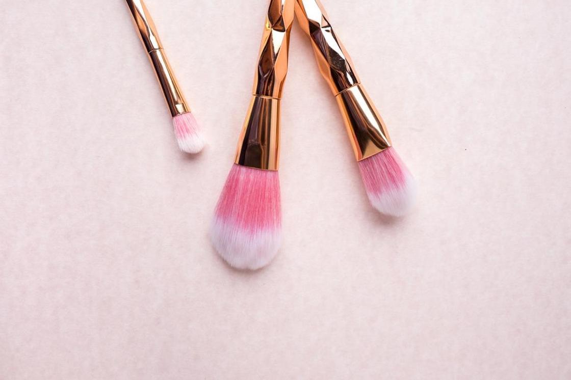 Легкий макияж на каждый день: косметика и инструменты