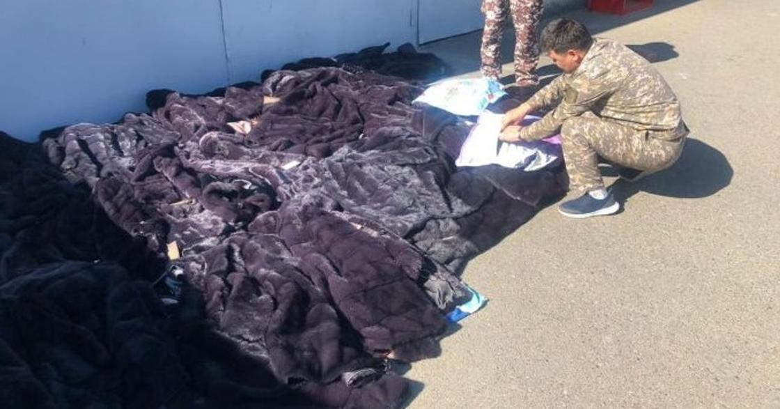 """Норковые шубы на 12 млн тенге пытались незаконно провезти из Китая через """"Хоргос"""""""