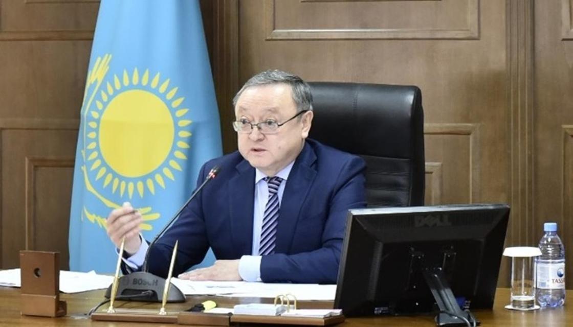 Аким Актюбинской области недоволен низкими зарплатами в селах