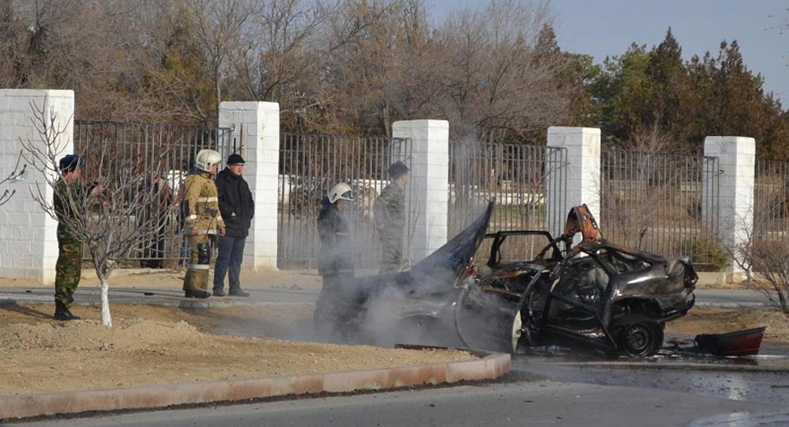 Взрыв автомобиля в Актау: полиция города перекрыла проезд