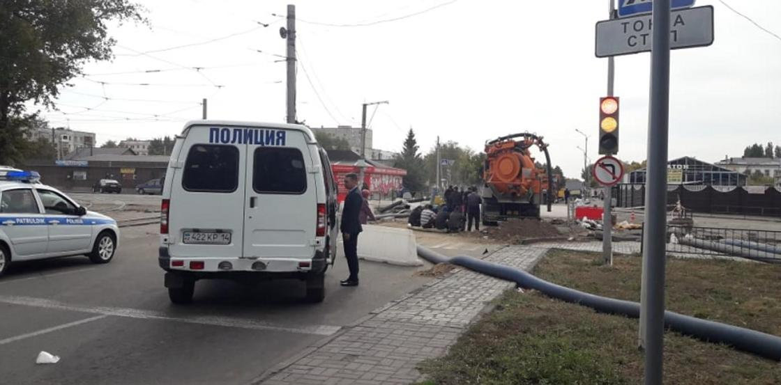 «50 метров он проплыл под землей»: рабочий погиб в центре Павлодара