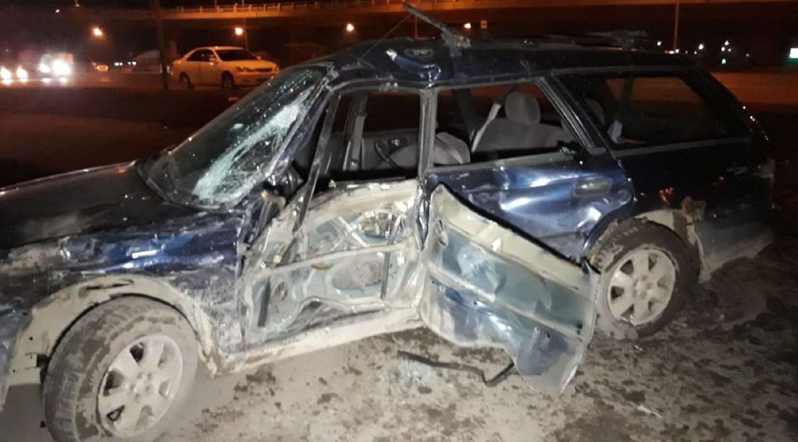 Устроили гонки: два авто вылетели под мост после ДТП в Алматы (фото)