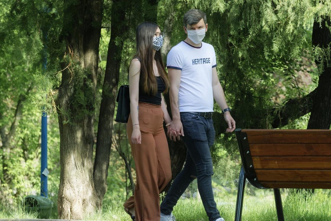 Верят ли казахстанцы в опасность коронавируса, ответили в Минздраве
